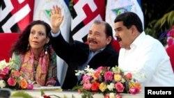 آمریکا می گوید کوبا و دانیل اورتگا (وسط) حامیان مادورو در ونزوئلا هستند.