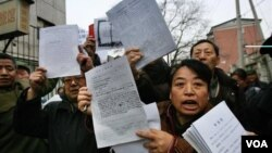 中国访民在北京上访,不少外地访民被拦截和遣返,有些人被关押