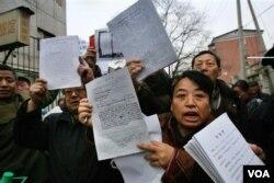 中国访民在北京上访。中国有大批访民冤民,群体事件层出不穷