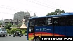 Tarid angkutan umum di Solo melebihi batas yang ditetapkan Pemerintah (Foto: VOA/Yudha)