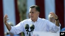 Respublikachilardan prezidentlikka nomzod Mitt Romni Floridada saylovchilar bilan uchrashmoqda, Sent-Agustin, 13-avgust, 2012-yil.