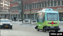 Uji coba mobil swakemudi di Stockholm (Foto: VOA/Videograb)