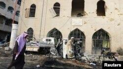 Gedung museum di Raqqa rusak akibat serangan udara Suriah, Selasa (25/11).