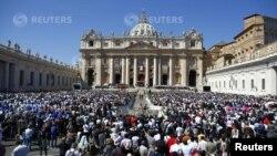 St. Peter Square မွာ Easter Sunday က်င္းပ