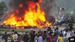 28일 네팔 카트만두 인근 비행기 추락 현장.