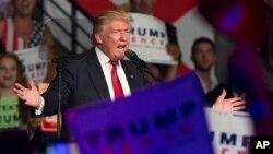 Ứng cử viên tổng thống của Đảng Cộng hòa Donald Trump phát biểu trong một buổi mít tinh ở Florida, ngày 19 tháng 9 năm 2016.