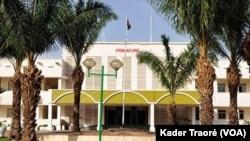 La présidence de la République en 1960 est aujourd'hui le siège de la primature à Ouagadougou, le 5 août 2020. (VOA/Kader Traoré)