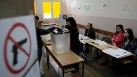 A woman votes at a polling station in the northern Serb-dominated part of Mitrovica, Kosovo, Nov 3, 2013.