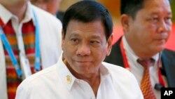 El presidente filipino, Rodrigo Détente, dijo que el insulto no era contra Obama sino contra un periodista que le hizo una pregunta.