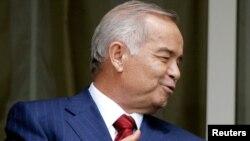 Prezident Islom Karimov global tarmoq kuzatuvi bobida mahoratini oshirib, ommaviy axborot vositalarini mahkam changallab olgan, o'nlab jurnalistlar qo'rqinchli bir sharoitda qamoqxonalarda saqlanmoqda, deyiladi hisobotda.