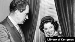 Le président Richard Nixon et Shirley Temple en 1960 (Librairie du Congrès)