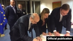 Premijer Kosova Isa Mustafa, visoka predstavnica EU Federika Mogerini i premijer Srbije Aleksandar Vucic