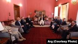 Госсекретарь США Майк Помпео встретился с президентом Афганистана Ашрафом Гани, Абдуллой Абдуллой и бывшим президентом Афганистана Хамидом Карзаем в Кабуле. 25 июня 2019 г.