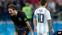 Sime Vrsaljko của Croatia ăn mừng trận thắng 3-0 trước Argentina hôm 21/6.
