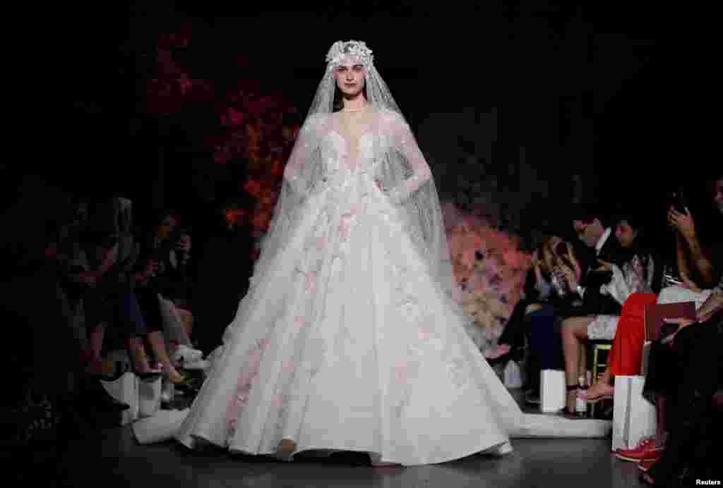 مد جدید لباس عروس، طراحی استیون خلیل، در هفته مد استرالیا در شهر سیدنی.
