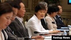 박근혜 한국 대통령이 7일 청와대 영빈관에서 열린 통일준비위원회 제1차 회의를 주재하며 모두발언하고 있다.