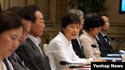 지난 8월 박근혜 한국 대통령이 청와대 영빈관에서 열린 통일준비위원회 제1차 회의를 주재하며 모두발언하고 있다. (자료사진)