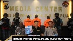 Direskrimum Polda Papua, Kombespol Toni Harsono memaparkan penangkapan pelaku penjualan amunisi di Polda Papua 13 Juni 2018 (foto: Dok. Bidang Humas Polda Papua)
