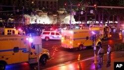Полиция и аварийные бригады на месте автомобильной аварии. Лас-Вегас, 20 декабря 2015