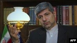 Phát ngôn viên Bộ Ngoại giao Iran Ramin Mehmanparast cũng phủ nhận vai trò của Iran trong việc hỗ trợ đàn áp người biểu tình Syria