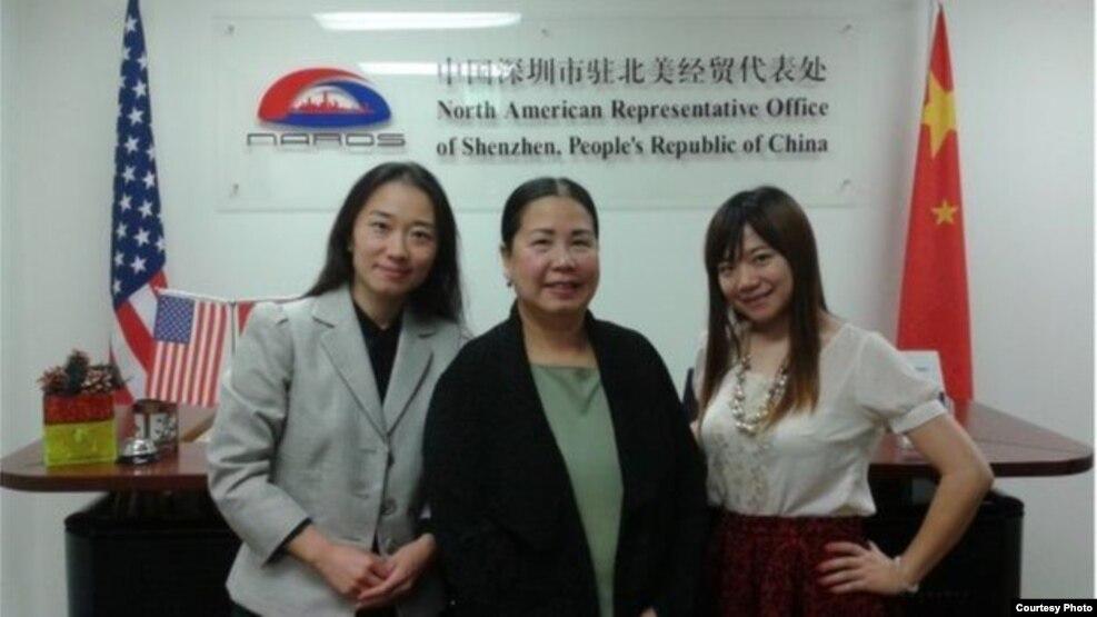 Nữ doanh nhân Mỹ gốc Việt Sandy Phan-Gillis (giữa) bị cầm giữ ở Trung Quốc từ năm ngoái vì cáo buộc tội gián điệp.