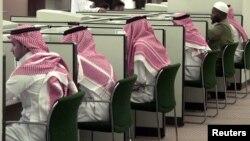 Para mahasiswa Arab Saudi dalam kelas komputer di King Saudi University di Riyadh. (Foto: Dok)