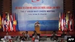 Tổng Tham mưu trưởng Quân đội Nhân dân Việt Nam Đỗ Bá Tỵ đọc phát biểu tại một cuộc họp tại Hà Nội (Ảnh tư liệu)