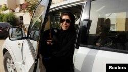 Azza Al Shmasani défiant l'interdiction de conduire pour les femmes, Ryad, le 22 juin 2011.