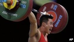 남자 역도 63kg에서 우승한 북한 김은국 선수.