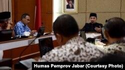 Gubernur Jawa Barat Ridwan Kamil bertemu dengan 12 orang perwakilan FKUB Jawa Barat dari 6 agama di Gedung Sate, Bandung, Kamis (17/1/2019) sore. (Courtesy: Humas Pemprov Jabar)