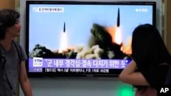 6月26日,韩国的电视画面显示朝鲜发射导弹