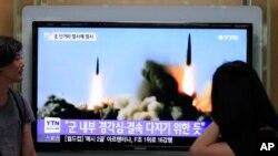 Мешканці Південної Кореї спостерігають запуск ракет Північною Кореєю