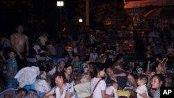 彝良縣9月7日發生地震後居民逃到戶外