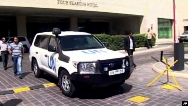 Image shows a U.N. vehicle leaving the Four Seasons Hotel in Damascus, Syria, Aug. 27, 2013.