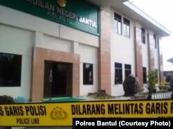 Kerusakan yang dialami Pengadilan Negeri Bantul yang dilakukan anggota Ormas Pemuda Pancasila, Bantul, 28 Juni 2018. (Foto: Polres Bantul)