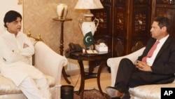 د جمعې په ورځ د ټولنيزو اړيکو وېب پاڼې فېس بک مرستیال مشر جوئل کېپلن د کورنو چارو وزير چوهدري نثارعلي خان سره ليدلي