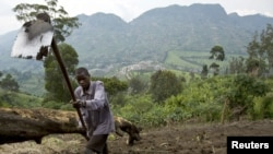 Muneman Rugema, 22, works on a field near in Masisi, 88 km (55 miles) northwest of Goma, DRC, Dec. 19, 2008.
