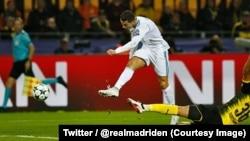 Cristiano Ronaldo marque son deuxième but lors du match de la Ligue des champions entre Real Madrid et Dortmund au stade Westfalenstadion, Dortmund, Allemagne, 26 septembre 2017. (Twitter/ @realmadriden)