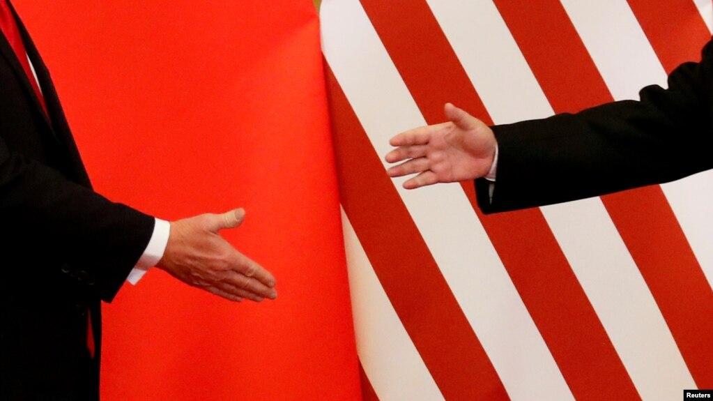 Tổng thống Mỹ Donald Trump và Chủ tịch Trung Quốc Tập Cận Bình bắt tay nhau tại Bắc Kinh hôm 9/11/2017. Một cuộc gặp mặt khác tại Trung Quốc giữa hai nhà lãnh đạo này dự kiến sẽ diễn ra vào cuối tháng 2.
