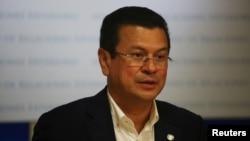 El ministro de Relaciones Exteriores de El Salvador, Hugo Martínez, dice que habrá deportaciones inmediatas tras anulación de DACA en EE.UU.
