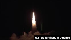 2020年3月美國陸軍和海軍聯合測試一款高超音速滑翔體(美國國防部視頻截圖)