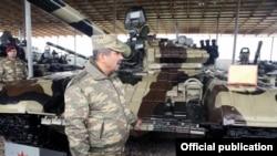 Müdafiə naziri Zakir Həsənov döyüş bölgəsində