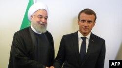 Rais wa Ufaransa Emmanuel Macron (kulia) akutana na Rais wa Iran Hassan Rouhani (kushoto) pembeni ya Mkutano Mkuu wa Umoja wa Mataifa makao makuu ya UN, Septemba 25, 2018.