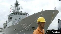 Tàu hộ vệ lớp Anzac của Australia HMAS Arunta. Theo kế hoạch, Hai tàu Arunta và HMAS Stuart sẽ lên đường tới cảng Trạm Giang để tham gia tập trận chung với tàu chiến Trung Quốc nhưng cuộc diễn tập đã bị hoãn.