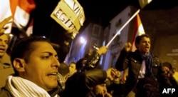 Yurtdışında yaşayan Mısırlılar da ülkelerindeki gösterilere destek veriyor. İtalya'nın başkenti Roma'da ülkelerindeki eylemlere destek veren Mısırlılar