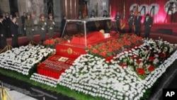 在平壤锦绣山纪念宫供瞻仰的金正日遗容