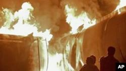 نوشہرہ میں حملہ، 40 نیٹو ٹینکرز نذرِ آتش