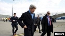 Antes del Foro de Davos, en Suiza, el secretario Kerry se reunirá con su contraparte ruso Sergei Lavrov para hablar sobre Siria.