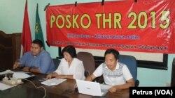 Posko THR 2015 Siap Proses Hukum Perusahaan yang tidak Bayar THR kepada pekerjanya (Foto: VOA/Petrus)
