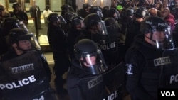 Police monitor demonstrators in Charlotte on the third night of protests. (E. Sarai/VOA)